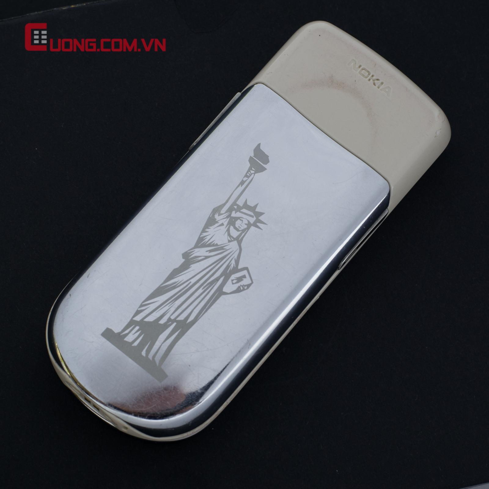 Nokia 8800 Sirocco Light ???c kh?c h�nh N? th?n t? do theo � kh�ch