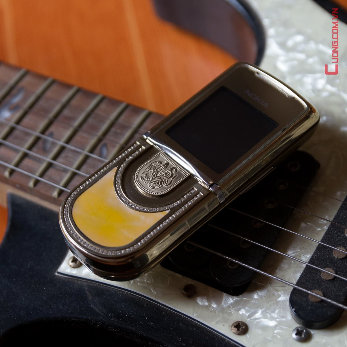 Nokia 8800 Sirocco Gold king Arte kh?m trai