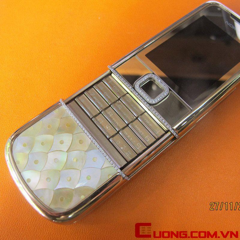 Chiếc Nokia 8800 Gold Arte được khoác bộ long bào bằng vỏ ốc quý