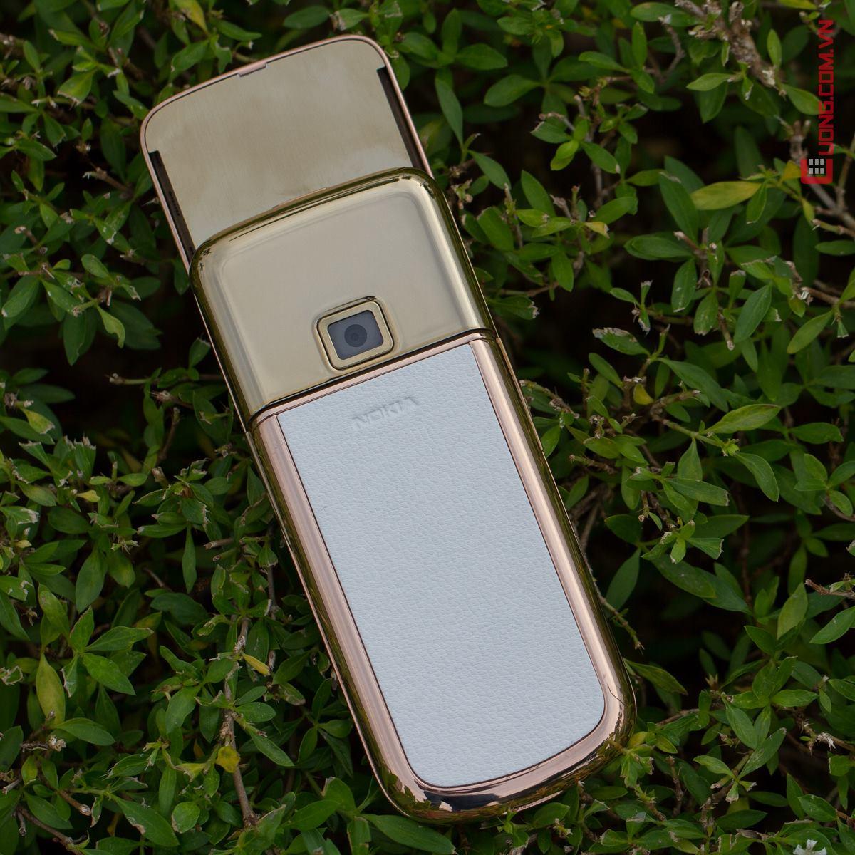 Nokia 8800 Gold Arte v?i l?p da m?nh m? ph?n sau