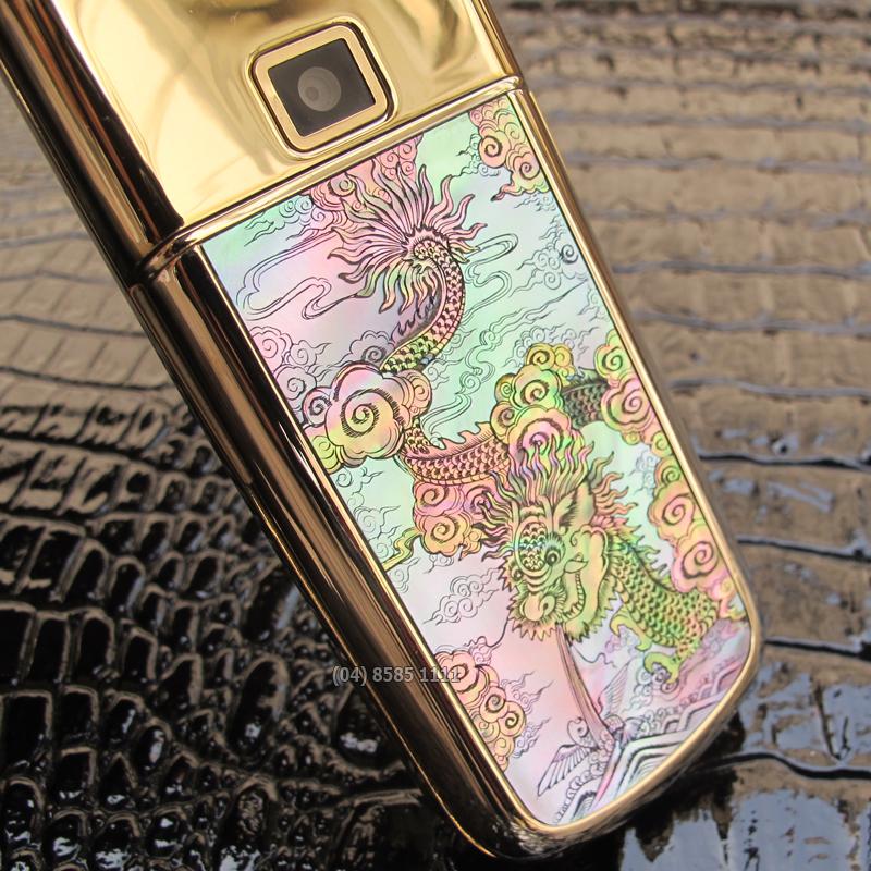 H�nh R?ng ???c kh?m h?t s?c tinh x?o ? m?t sau c?a Nokia 8800 Gold Arte