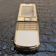 Sự uy quyền của Rồng trên chiếc nokia 8800 làm từ vàng 24cara