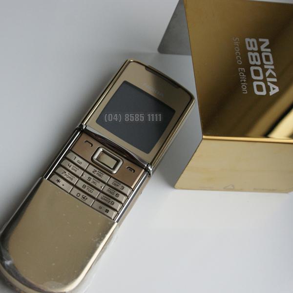 V? ??p l?ng l?y c?a Nokia 8800 Sirocco Gold v?i chi?c v? m? v�ng 18cara