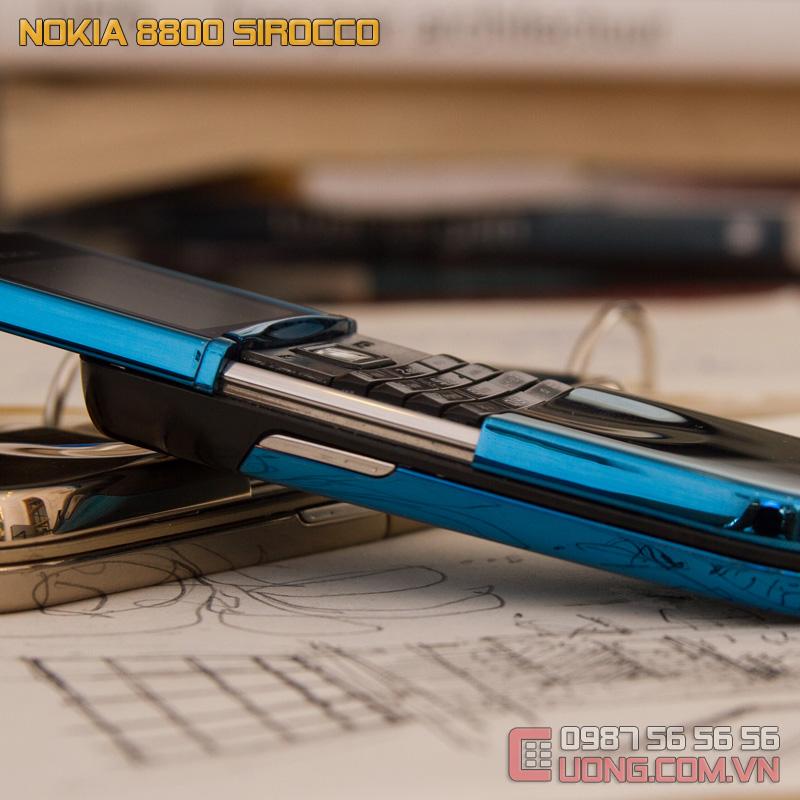 Viền cạnh với cơ trượt mạnh mẽ của Nokia 8800 Sirocco Blue